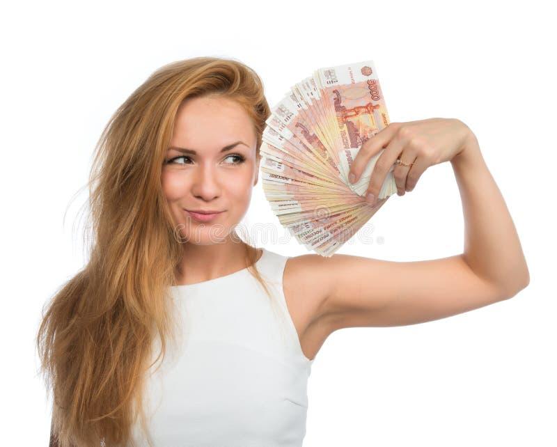 Kobieta trzyma up dużo spienięża pieniądze pięć tysięcy rosyjskich ruble żadny fotografia royalty free