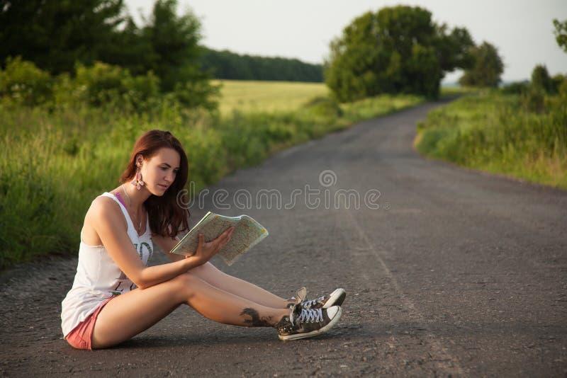 Kobieta turysta z mapą obrazy royalty free