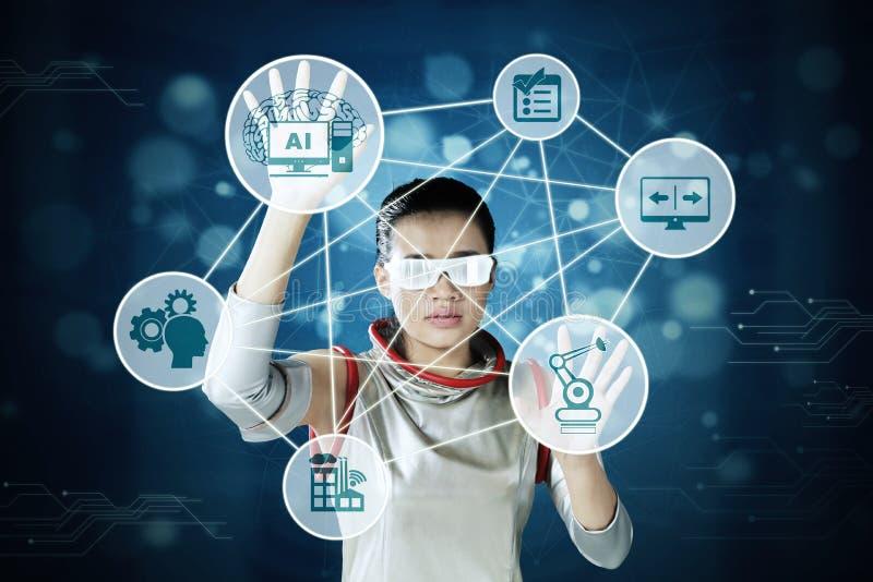 Kobieta używa wirtualnego sztucznej inteligencji ekran zdjęcie stock