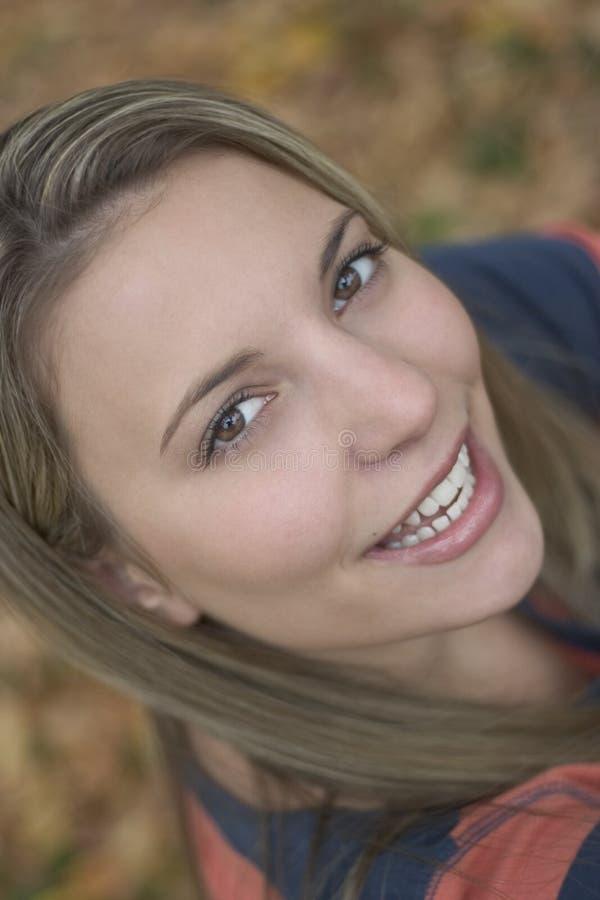 Download Kobieta uśmiechnięta zdjęcie stock. Obraz złożonej z kobieta - 44954