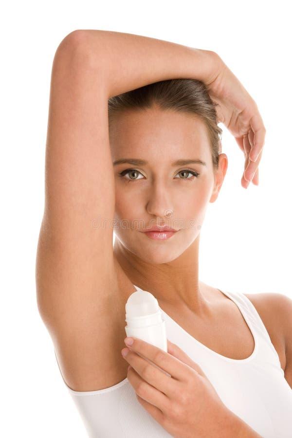 Kobieta używać dezodorant obrazy royalty free