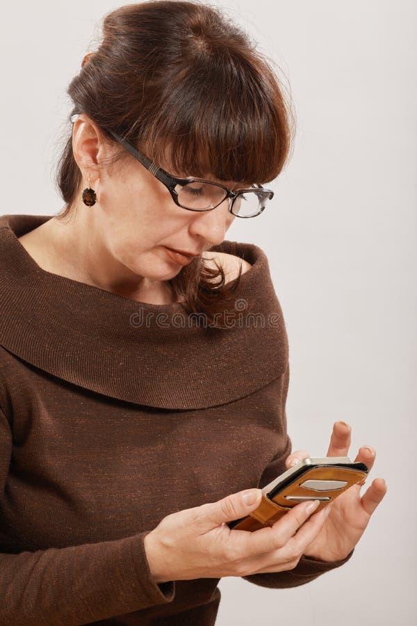 Kobieta Używać Telefon fotografia stock