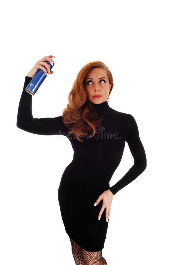Kobieta używa włosianą kiść zdjęcie royalty free