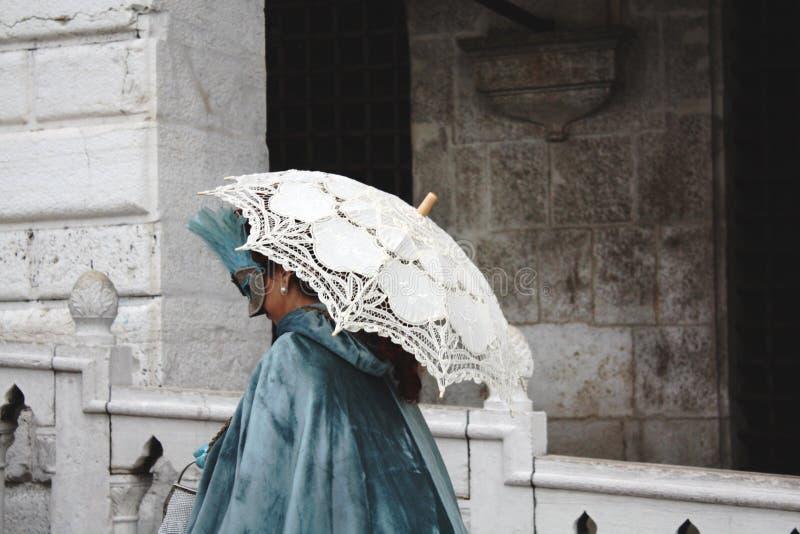 Kobieta ubierająca dla karnawału w Wenecja fotografia stock