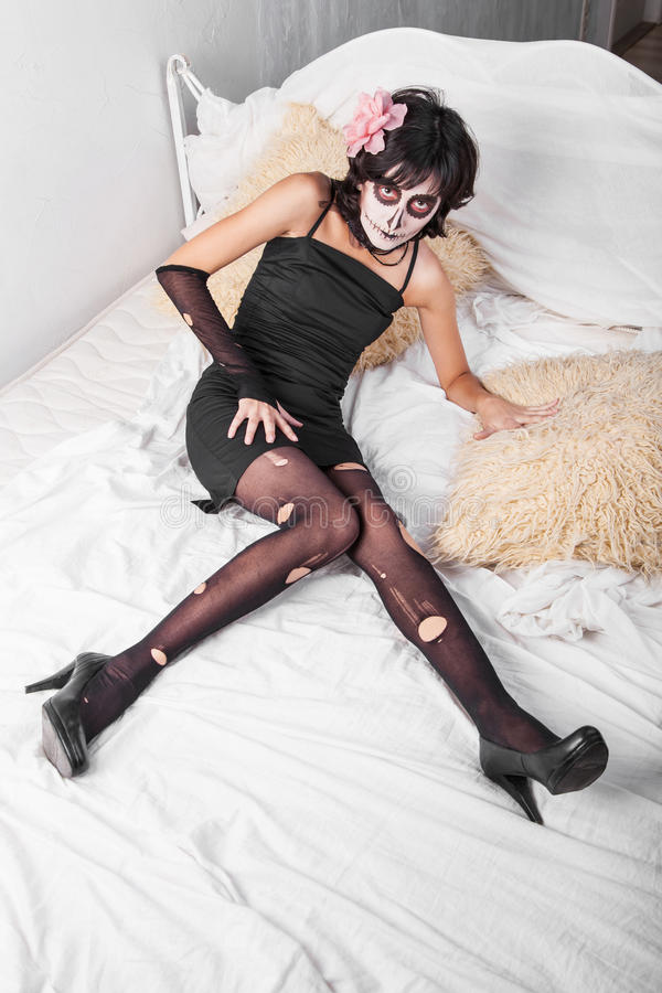 Kobieta ubierająca jako żywi trupy obrazy stock