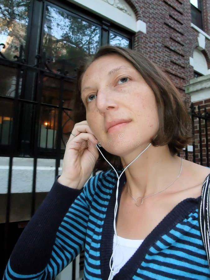 kobieta usłyszała muzyki fotografia stock
