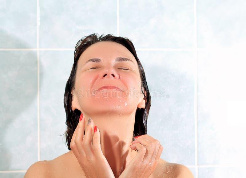 Kobieta w łazience zdjęcia royalty free