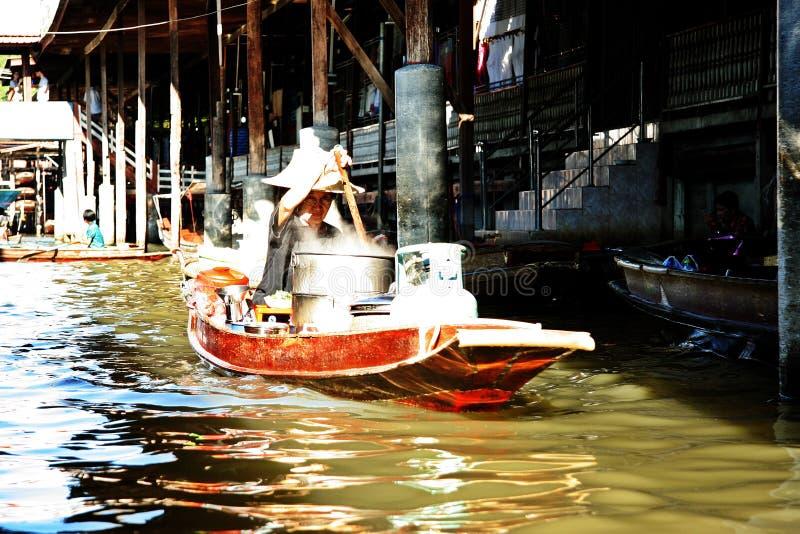 Kobieta w łodzi zdjęcia stock