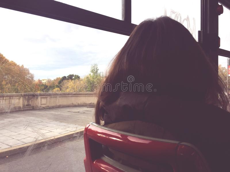 Kobieta w autobusie zdjęcia stock