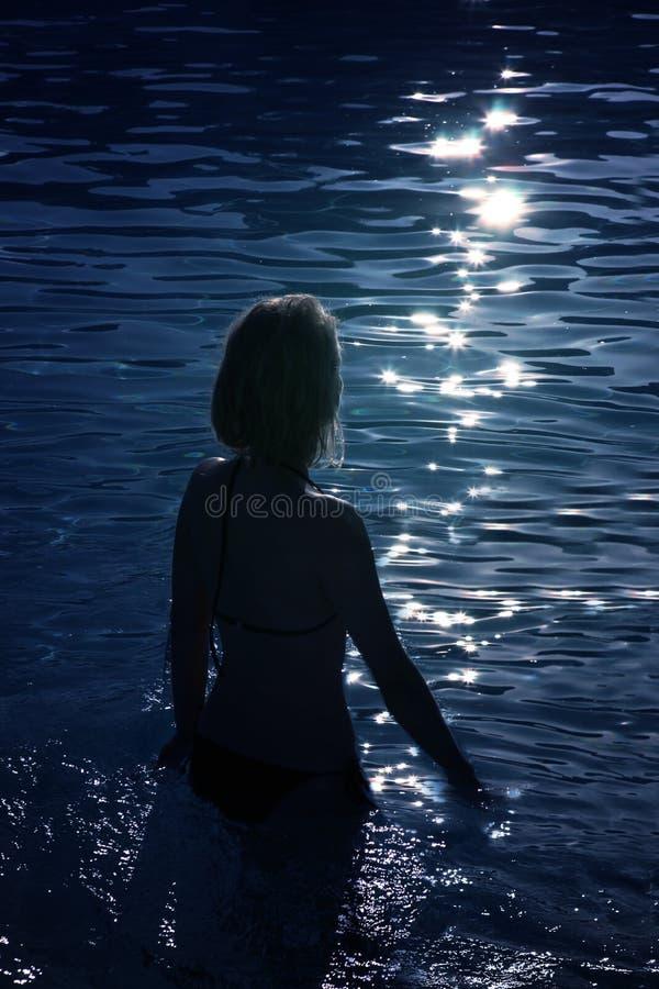 Kobieta w basenie zdjęcie stock