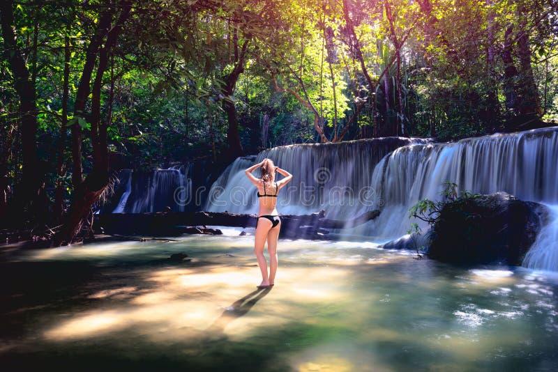 Kobieta w bikini obraz royalty free