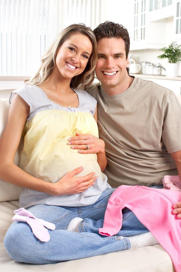 Download Kobieta w ciąży obraz stock. Obraz złożonej z odziewa - 13330727