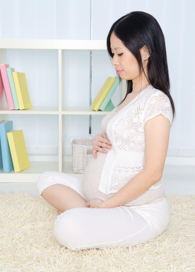kobieta w ciąży azjatykci obrazy royalty free