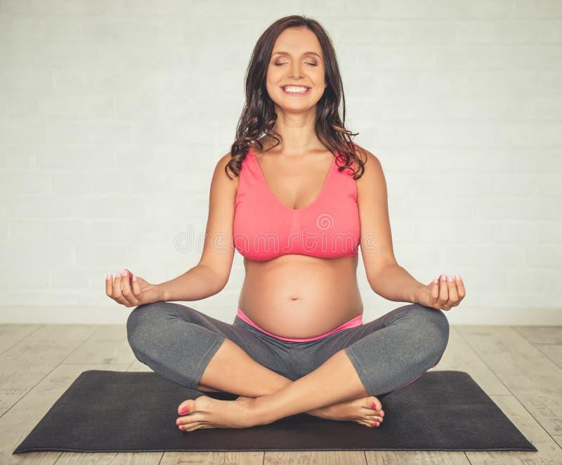 kobieta w ciąży, jogi obraz stock