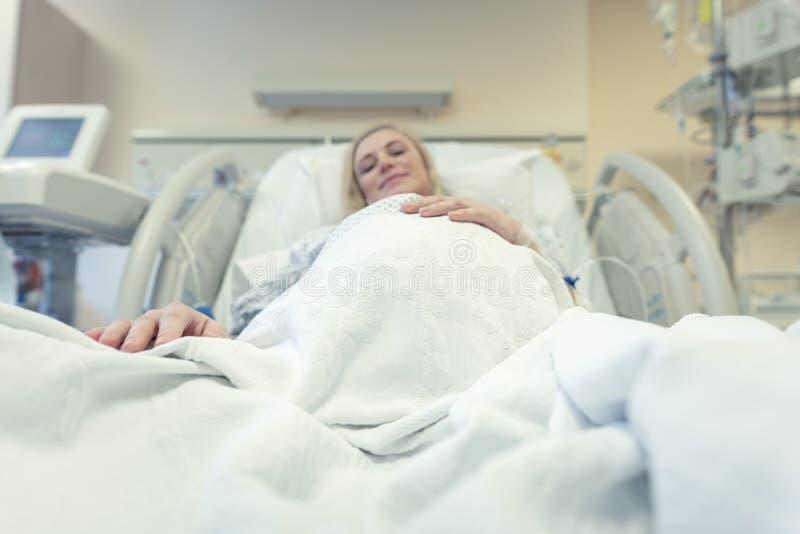 Kobieta w ciąży w klinice przedporodowej zdjęcie royalty free