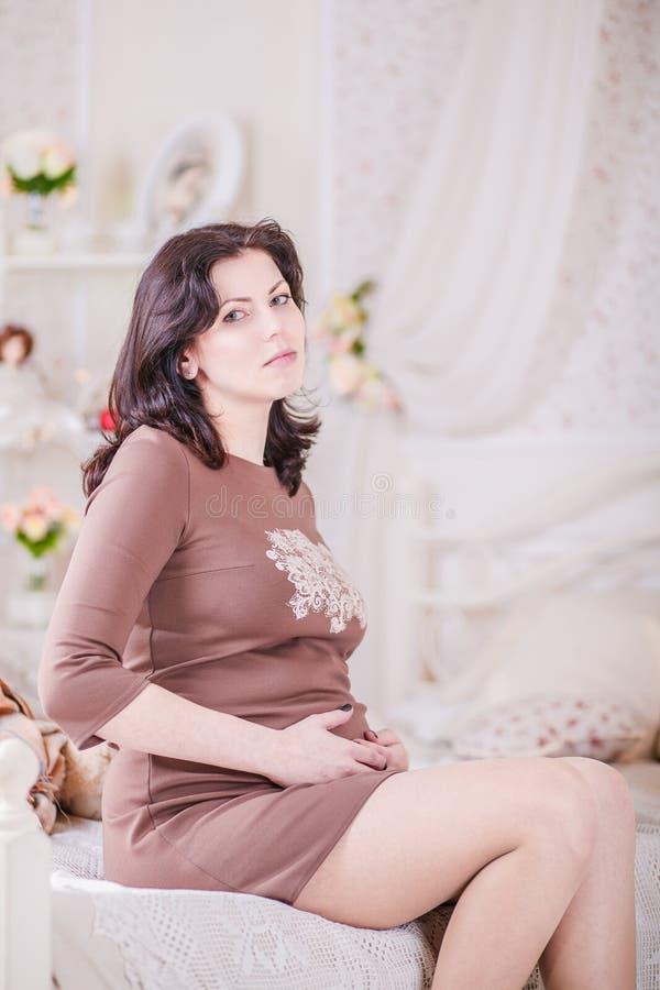 kobieta w ciąży sypialni obraz stock