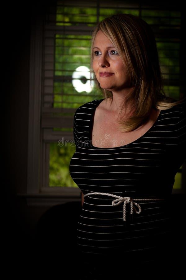 Kobieta W Ciąży w czerni sukni obrazy royalty free
