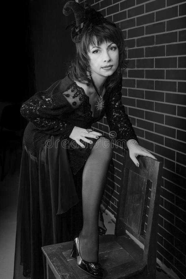 Kobieta w czarownica kostiumu zdjęcie royalty free