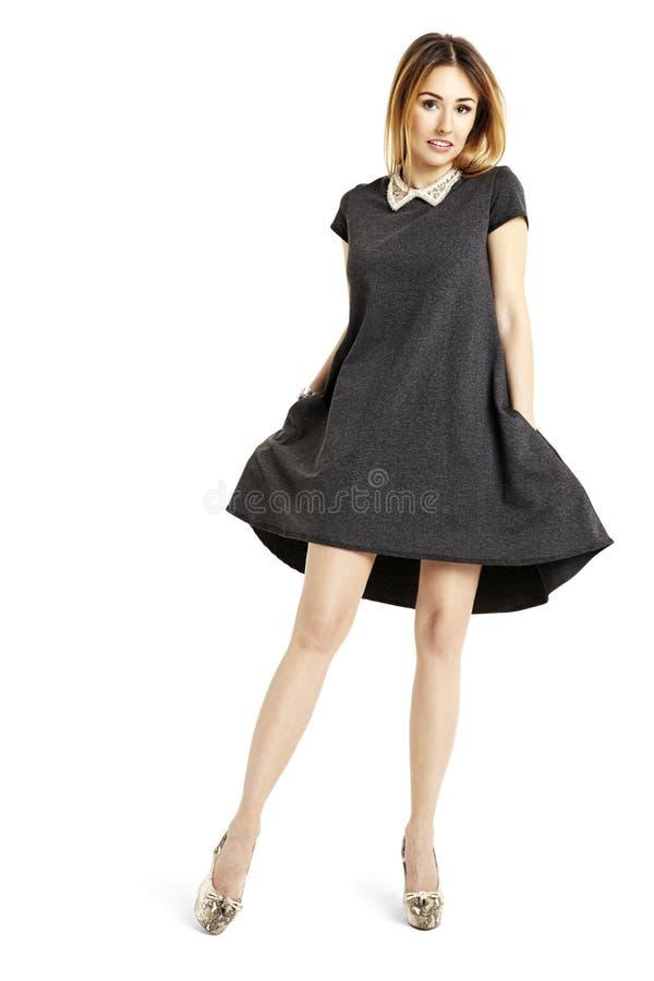 Kobieta w czerni sukni obrazy stock