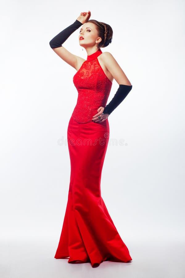 Kobieta w czerwonej sukni. TARGET567_1_. Piękno panna młoda obrazy royalty free