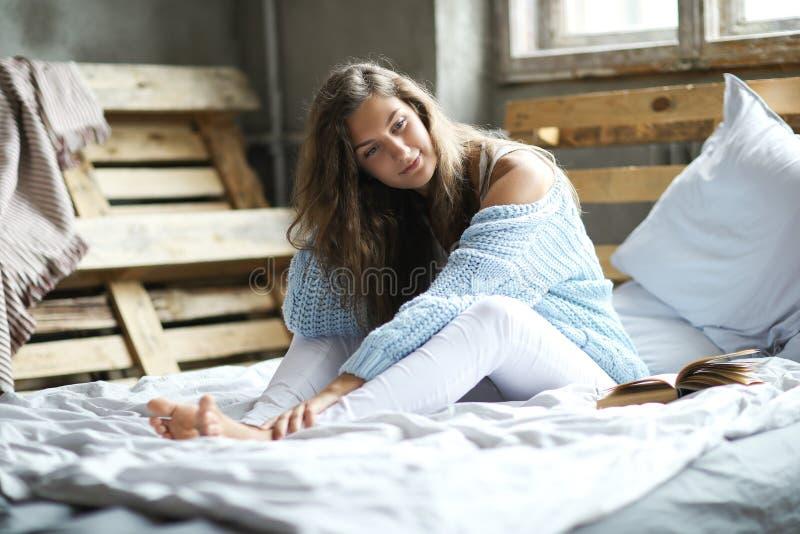 kobieta w domu zdjęcia stock