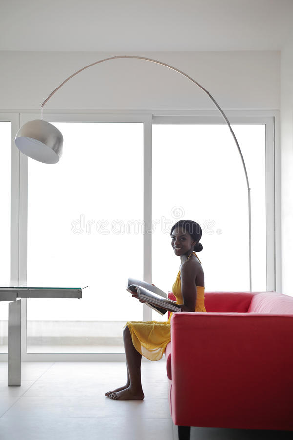 kobieta w domu obraz royalty free