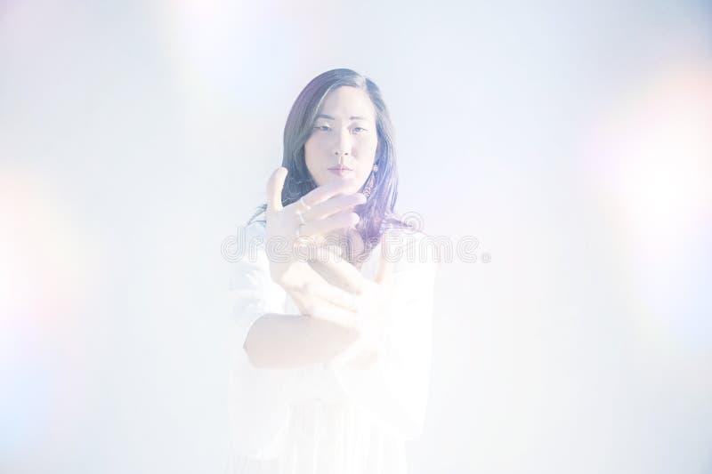 Kobieta W Duchowym wyrażeniu obrazy stock