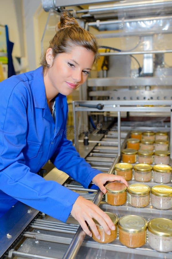 Kobieta w fabryce fotografia royalty free