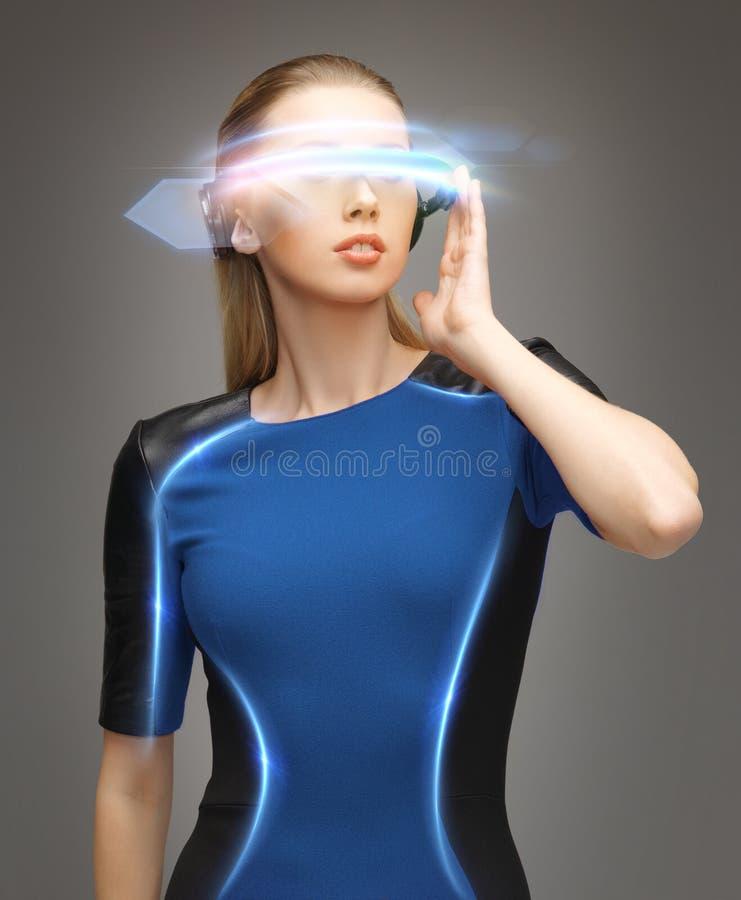 Kobieta w futurystycznych szkłach zdjęcia royalty free