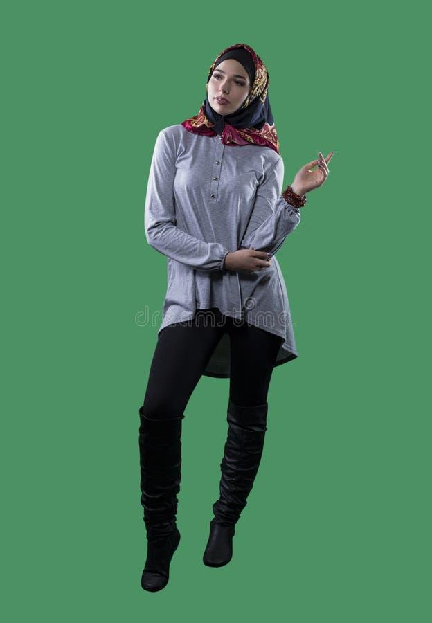 Kobieta w Hijab na zieleń ekranie obrazy stock