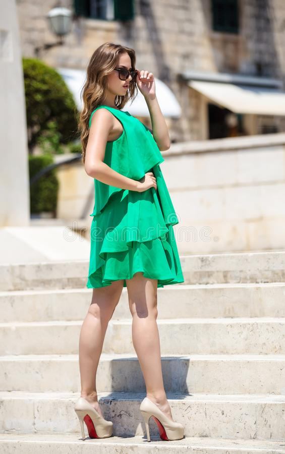 Kobieta w lato sukni fotografia stock