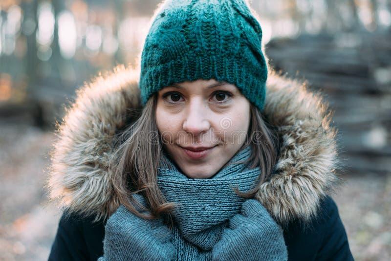 Kobieta w lesie, plenerowy portait fotografia stock