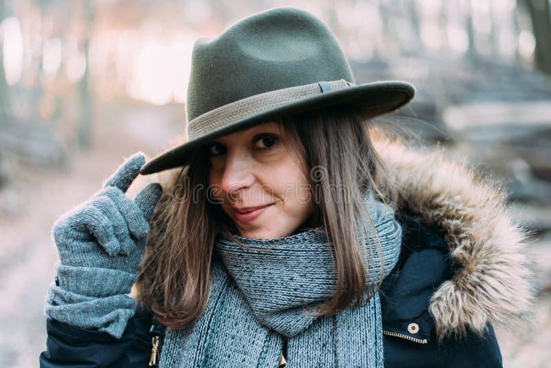 Kobieta w lesie, plenerowy portait obraz stock