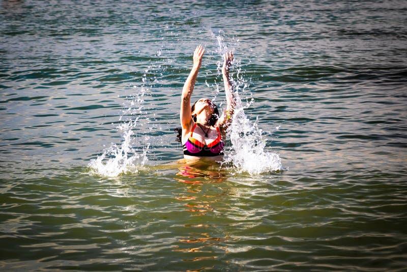 Kobieta w morzu fotografia royalty free