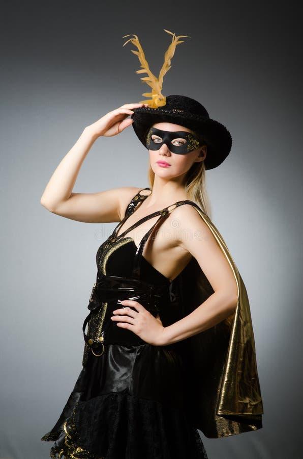 Kobieta w pirata kostiumu fotografia stock