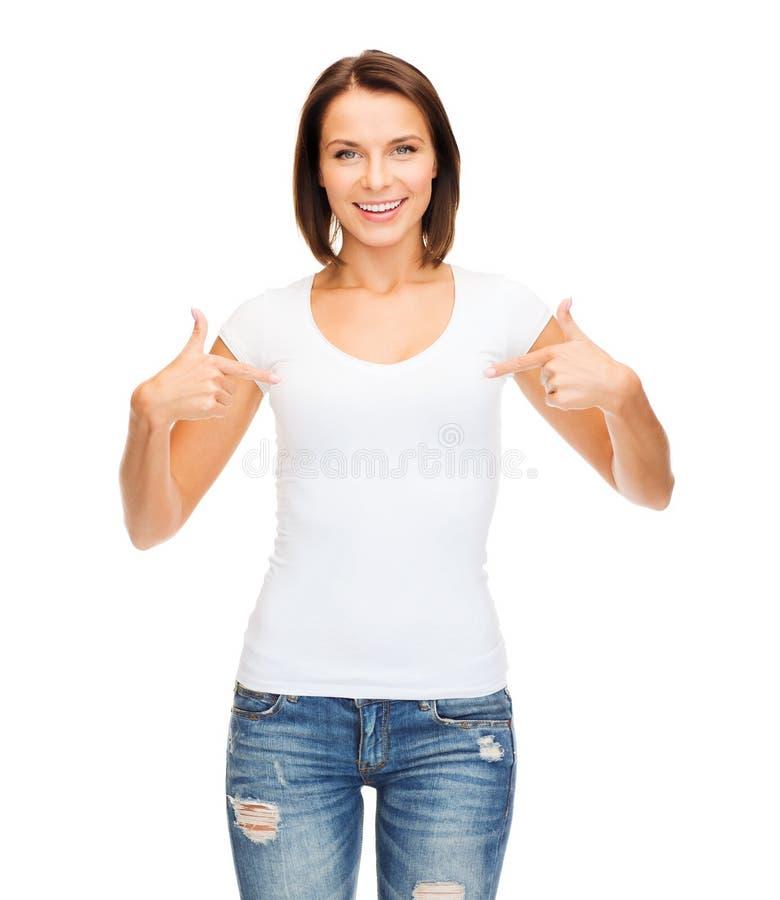 Kobieta w pustej białej koszulce obraz stock