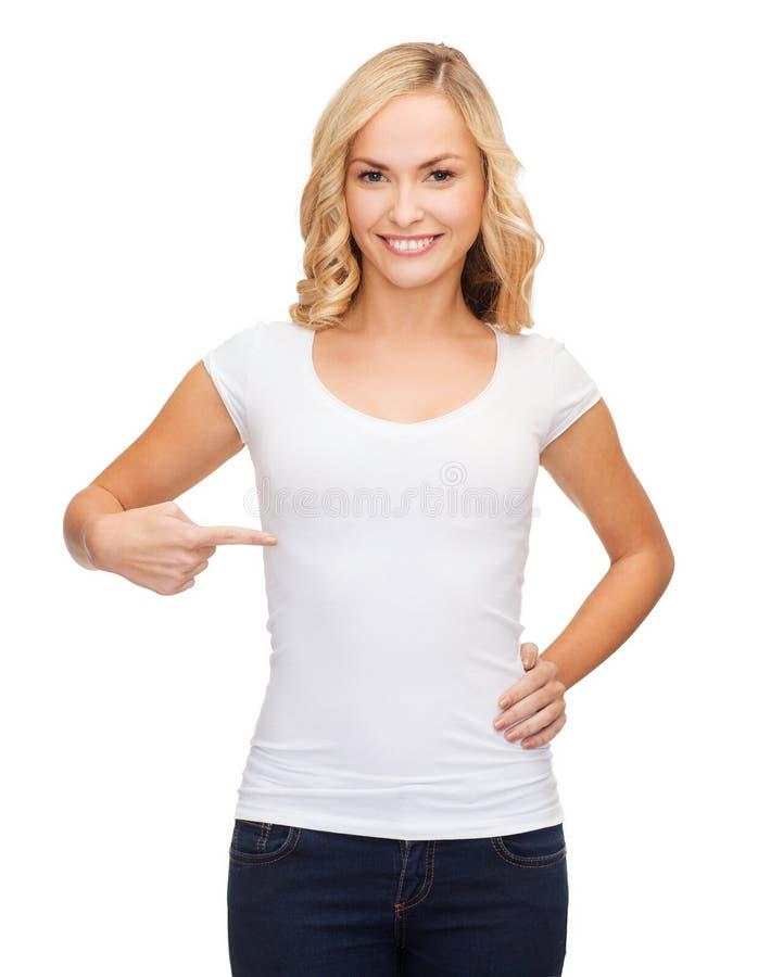 Kobieta w pustej białej koszulce fotografia royalty free