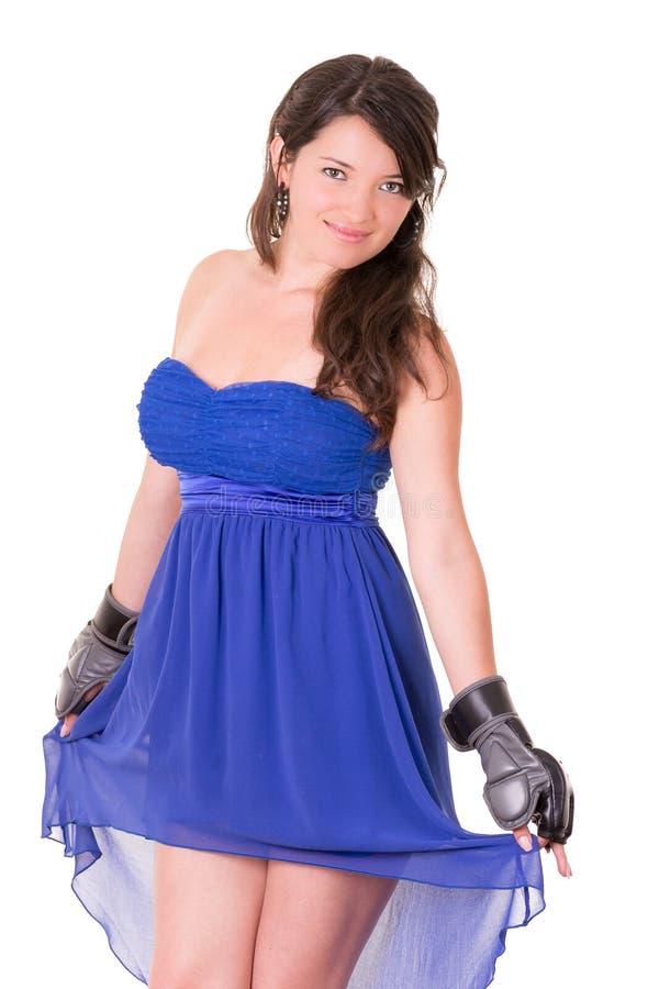 Kobieta w smokingowej i bokserskiej rękawiczce na bielu zdjęcie royalty free