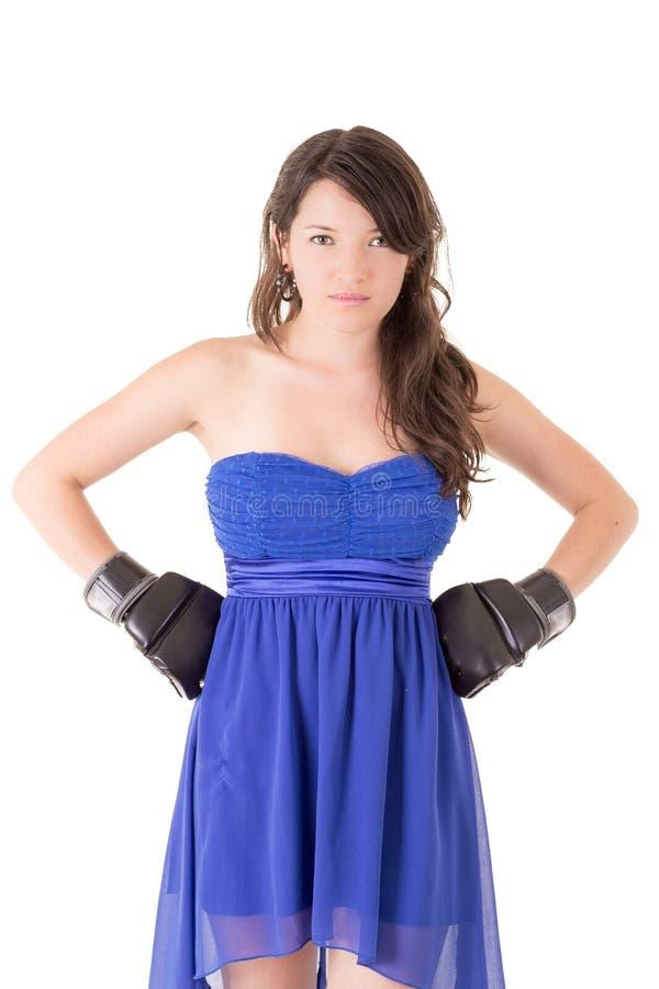 Kobieta w smokingowej i bokserskiej rękawiczce na bielu zdjęcia royalty free