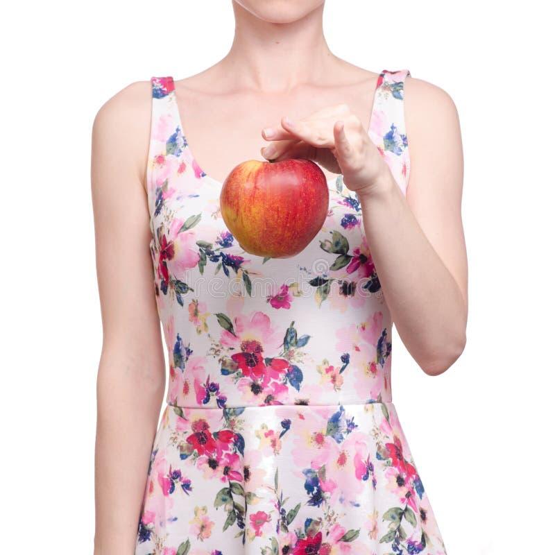 Kobieta w smokingowym kwiecistym druku w ręki owoc jabłku obrazy royalty free