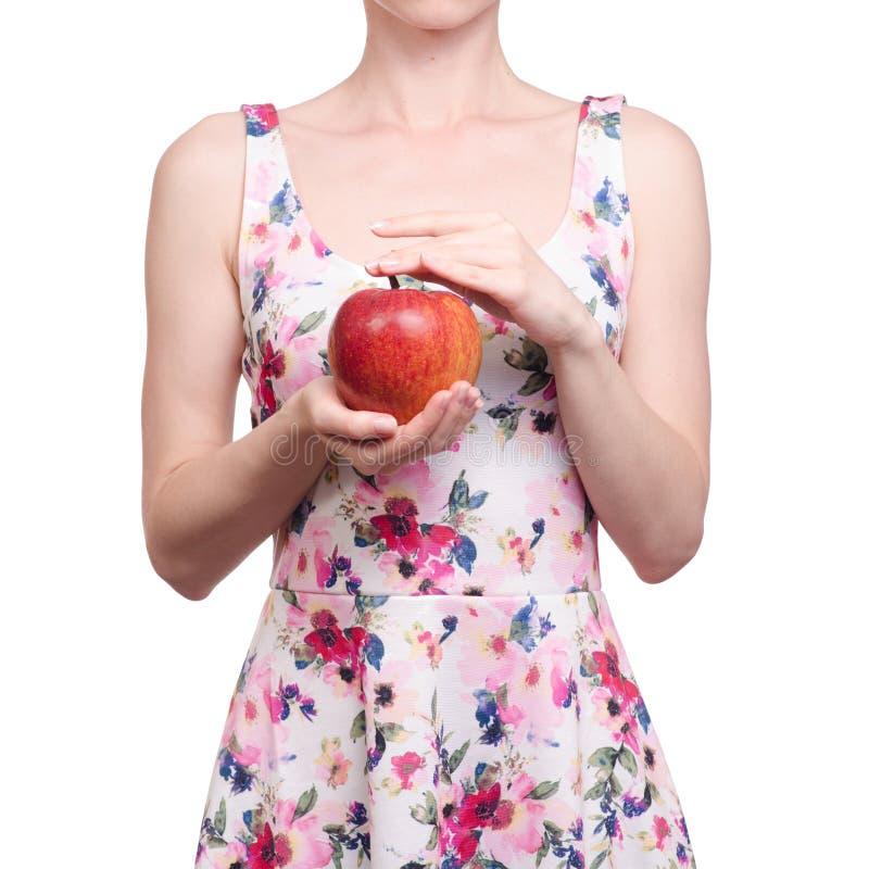 Kobieta w smokingowym kwiecistym druku w ręki owoc jabłku fotografia royalty free