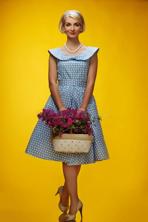 Kobieta w sukni na żółtym tle fotografia royalty free