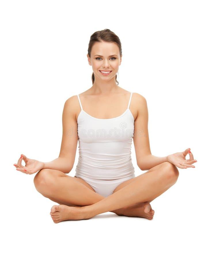 Kobieta w undrewear joga lotosu ćwiczy pozie fotografia royalty free