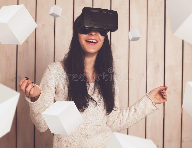 Kobieta w VR szkłach zdjęcie stock