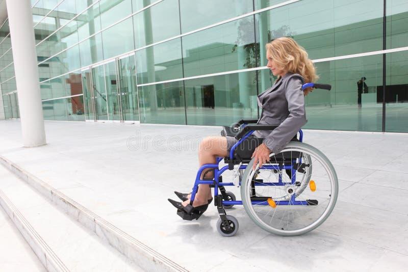 Kobieta w wózku inwalidzkim zdjęcia royalty free