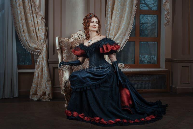 Kobieta w wiktoriański sukni obraz stock