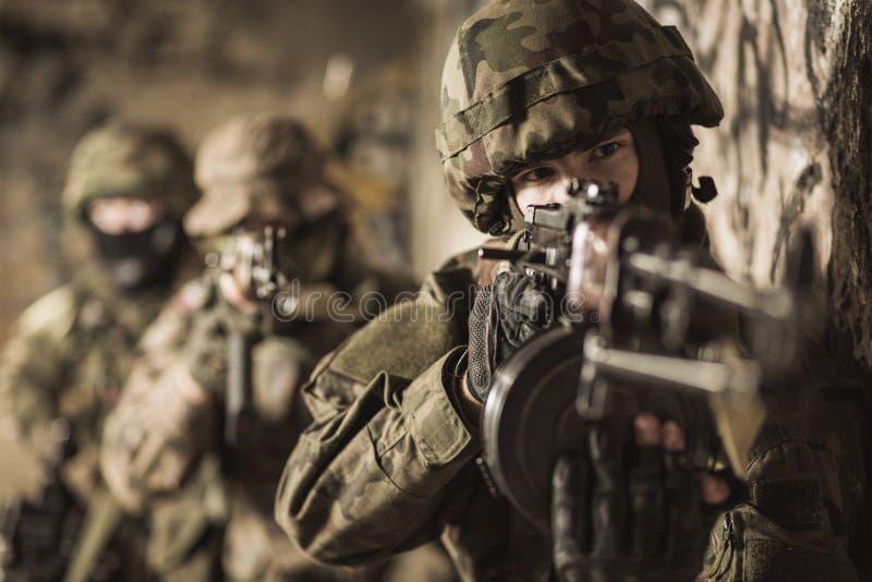 Kobieta w wojskowym fotografia royalty free