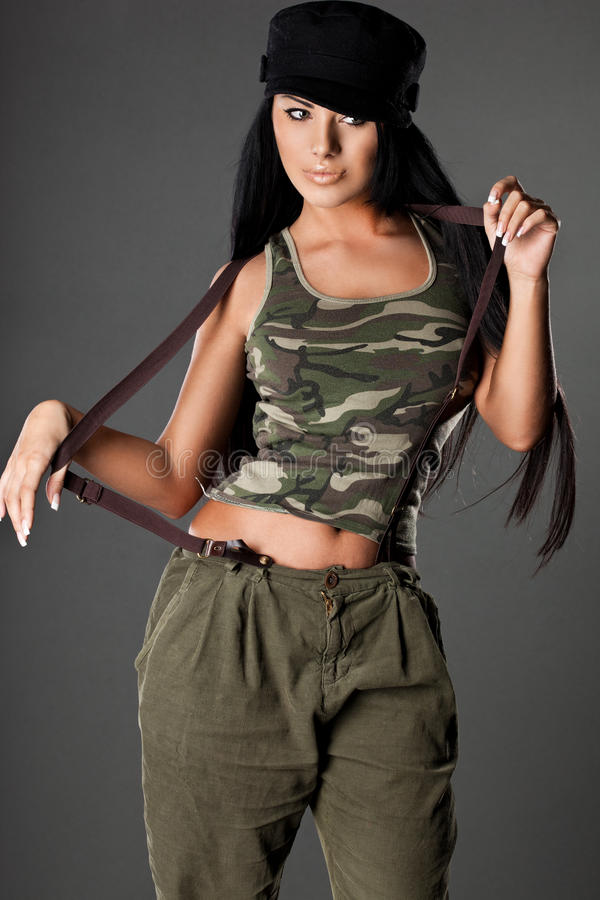 Kobieta w wojskowym uniformu obrazy stock