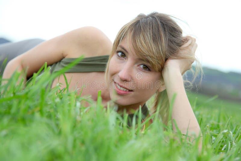 Kobieta w wsi fotografia stock
