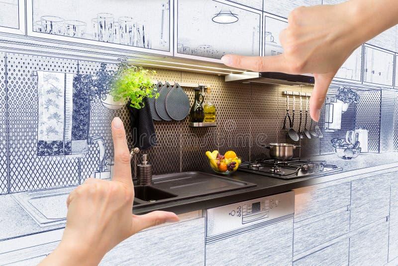 Kobieta wręcza otokowego obyczajowego kuchennego projekt obrazy royalty free